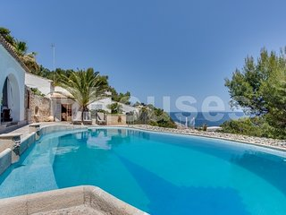 Wonderful villa with pool and sea views