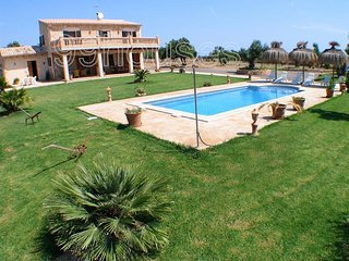 Rustic house with pool in a rural area., Santa Margalida