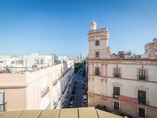 Estudio de 50 m2 Reformado en el Centro de Cádiz. Al lado de la Plaza España