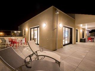 Penthouse, piscine intérieure, spa, vue mer 180°