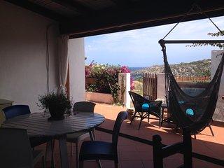 Vista mare, centrale, 300 metri dalla spiaggia di Rena Bianca, veranda, giardino