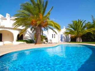 3 bedroom villa Casa Lombos, with private pool and close to the beach!, Porches