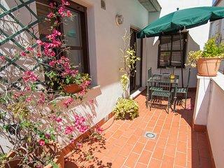 Penthouse con fantástica terraza  junto  a la Mezquita-Catedral , wifi, parking., Córdoba