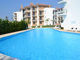 HK AG- Sao Martinho do Porto - Apartment T2-6PAX with shared pool near the beach