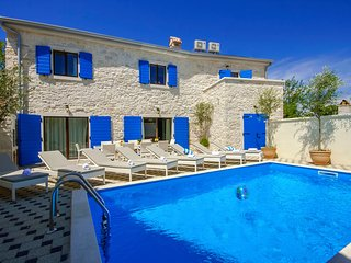 Beautiful and modern Istrian Stone house Villa Eni with Pool, Kruncici