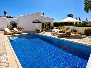 Villa Carvoeiro 134, close to center and beach!