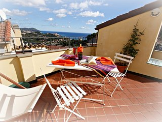 HOLIDAY RENTAL WITH TERRACE | AP08, Poggi