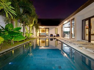 Chic and Modern 3 br pool villa in Oberoi/Seminyak
