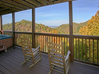 Mountain View 1 Bedroom Cabin with Pool Table, Jacuzzi Tub and Hot Tub