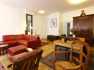 Large and bright 2 bedroom flat for 4 guests - P13, Paris