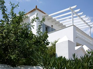 Amelia elegant villa in Spetses (150 sq.m.) near the sea, dining options, market, Spetses Town