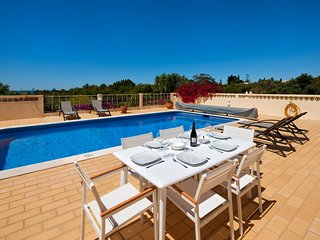 Villa Michel: Villa 10 minutes walk from the beach, Carvoeiro