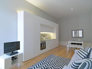 Spacious Black & White apartment in Sé with WiFi, air conditioning, balcony & li