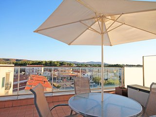 Penthouse with a terrace on the beach of Riells in L´Escala, L'Escala