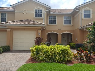 Lakefront townhome near beach in Southwest Florida, Estero