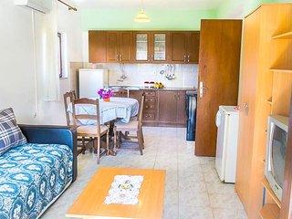 Large, 2 bedroom (7people max) apartment, Bibinje