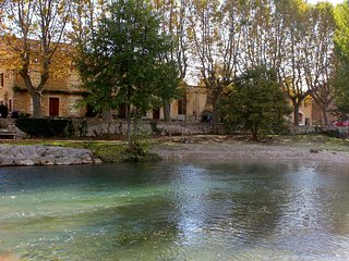 Townhouse in Bize Minervois, surrounded by hills over looking river beach