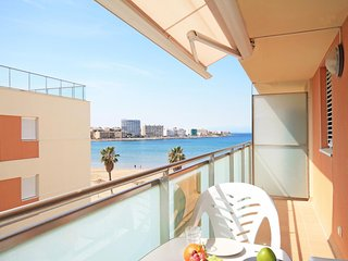 Apartment on the beach of Riells in L´Escala with sea view, L'Escala