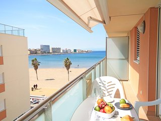 Apartment on the beach of Riells in L´Escala with sea view
