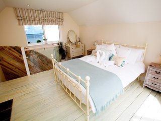Waterfront Retreat: Holiday Cottage Annexe, Yarmouth, Isle Of Wight, UK