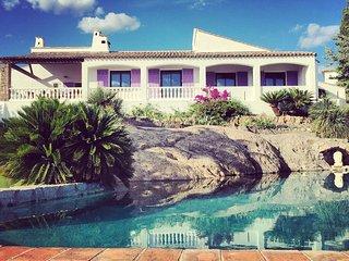 Villa Lou Paradiou - Chambre d'Hôtes - Bed & Breakfast, Frejus