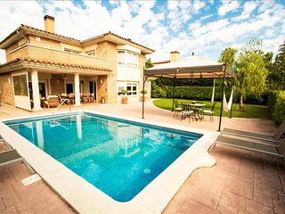 Amazing villa for 9 guests in Tarragona, situated on a golf course!