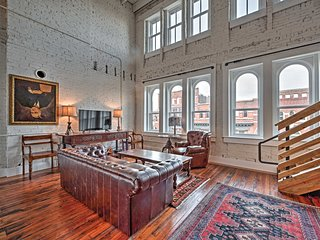 Stunning Downtown Knoxville Loft - Prime Location!