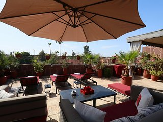 Comfortable and Spacious Apt-terrace 2 min. Jemaa el Fna - 2 bdrm / 2 BA, Marrakech