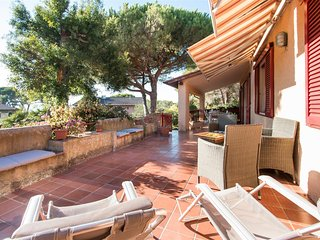 Sea view terrace apartment rental on Tuscany's Elba Island, sleeps 6