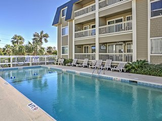 2BR Isle of Palms Condo - Near the Beach!