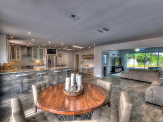 Disc Rate Dec 1-20, 16! East Tropical Paradise - 4 Beds 3 Baths Heated Pool Home, Deerfield Beach