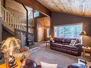 3BR Lodge-Inspired Home Near 5-Star Tahoe Donner Facilities & Ski Resorts