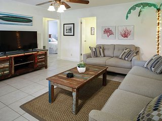 Cheerful Pompano Beach Home, Walk or Bike to Local Beach and Watersports!