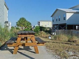 2BR, 2BA Beautiful Three C's Condo Near Gulf Shores Beaches , Pool Access