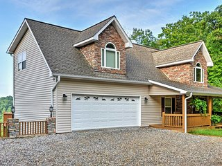 NEW! 3BR Blairsville House w/ Mountain View Decks