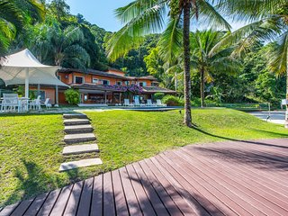 W01.329 - PRICE UPON REQUEST - Villa with Boat in, Angra Dos Reis