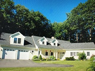 Beautiful 4 BR, Close to Everything!! Walk to Gooch's Beach and Dock Square!, Kennebunkport