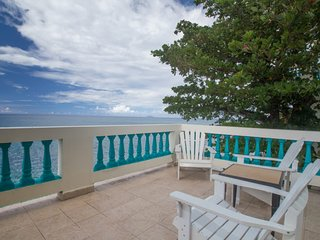 Sunset Paradise Beachfront Villas: Villa 3 Upper, Rincon
