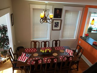 3 story charming house, best location, sleeps 6-12, Filadelfia