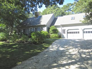 Spacious Home with AC, 5-7 minute walk to Red River Beach in Harwich Port: 062-H