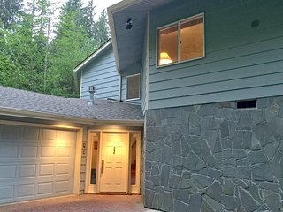 Snowline Cabin #13 - An Architectural Gem! Pet Friendly with Wi-Fi!
