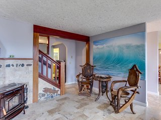 Charming house w/ ocean views & entertainment - tranquil location near the beach