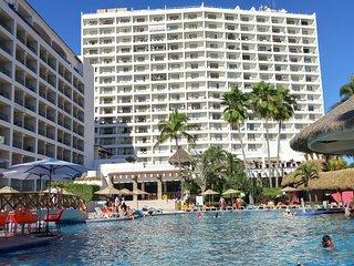 SRT 840 - Beachfront, Large Pool, Ocean Views, Puerto Vallarta