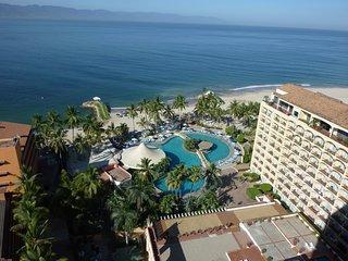 Beachfront with Amazing Ocean Views - Pool / Wi-Fi