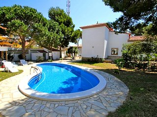B14 FORTUNA villa, piscina privada y gran jardin