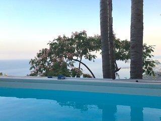 VILLINO DEGLI SVEVI with swimming pool and view, Taormina