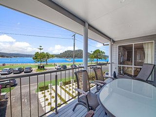 FAMILY BEACHHOUSE - WATERFRONT ETTALONG BEACH, Ettalong Beach