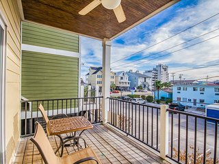 Garden City raised home, across from beach, walk to attractions + restaurants!