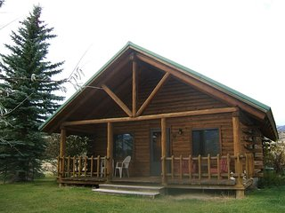 Yellowstone Country Cabins - Bear Cabin