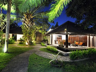 Tropical Beautiful 5 BR Villa in Canggu!